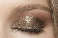 stunning-metallic-eye-makeup-ideas-for-daring-christmas-and-winter-brides-1-500x333